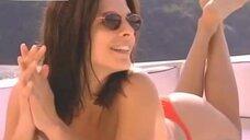 Горячая Элена Раналди в бикини