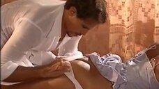 Эротическая сцена с Джулией Гам