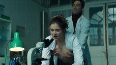 4. Секс сцена с Вероникой Лысаковой – Вампиры средней полосы