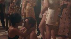 6. Раздетые девушки развлекают гостей – Мадам Клод (2021)
