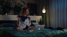 Любовь Толкалина показывает свое белье по вебке