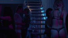 2. Секс сцена на вечеринке – Happy End
