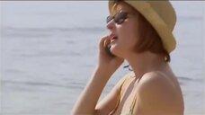 Лариса Удовиченко в купальнике на море