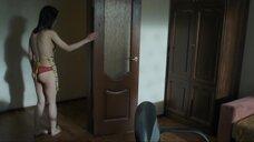 14. Полина Давыдова засветила голую грудь – Сержант