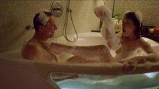 Марина Ворожищева засветила голую грудь в ванне