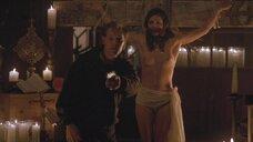 Гладис Хименес топлес висит на кресте