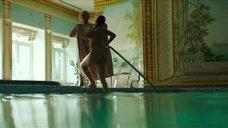 10. Полностью обнаженная Полина Соя в бассейне – Кензели