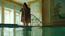 11. Полностью обнаженная Полина Соя в бассейне – Кензели