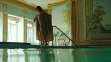 12. Полностью обнаженная Полина Соя в бассейне – Кензели