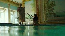 4. Полностью обнаженная Полина Соя в бассейне – Кензели