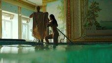 7. Полностью обнаженная Полина Соя в бассейне – Кензели