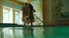 9. Полностью обнаженная Полина Соя в бассейне – Кензели