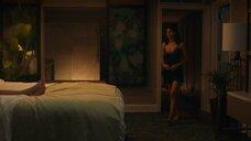 1. Александра Даддарио в ночнушке – Белый лотос