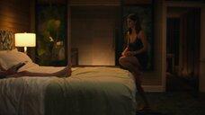 2. Александра Даддарио в ночнушке – Белый лотос