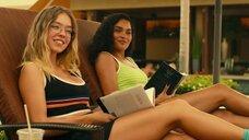 2. Александра Даддарио и Сидни Суини в купальниках – Белый лотос