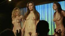 Полностью голая Эмманюэль Сенье на сцене