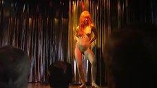Полностью голая Ноэлья Дюссар танцует стриптиз