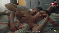 Анна Кузина засветила голую грудь