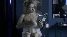 5. Анна Жимская писяет в туалете – Любовь моя (2005)