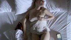 1. Анна Жимская мастурбирует в постели – Любовь моя (2005)
