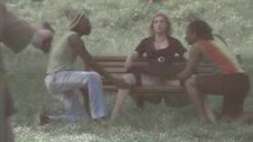 14. Анна Жимская светит голой промежностью на лавочке – Любовь моя (2005)