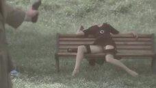 15. Анна Жимская светит голой промежностью на лавочке – Любовь моя (2005)