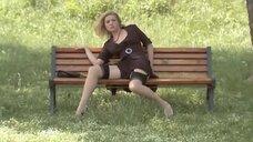 16. Анна Жимская светит голой промежностью на лавочке – Любовь моя (2005)
