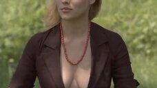 3. Анна Жимская светит голой промежностью на лавочке – Любовь моя (2005)
