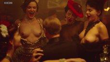 Девушки показывают голые сиськи имениннику