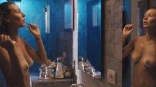 Обнаженная Giorgia Crivello в ванной комнате