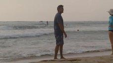Шейлин Вудли и Джуди Грир на пляже