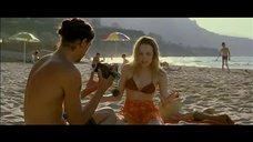 Рэйчел МакАдамс на пляже