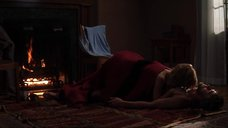 Интимная сцена с Рэйчел МакАдамс у камина