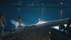 2. Рэйчел МакАдамс купается в озере ночью – Клятва
