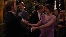 1. Эшли Грин засветила трусики в танце – Сумерки. Сага. Рассвет: Часть 1
