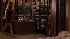 1. Кристен Стюарт в ночнушке – Сумерки. Сага. Рассвет: Часть 1