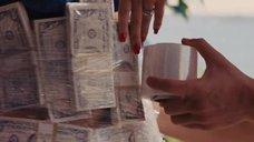 1. Катарина Час обмотанная деньгами и бюст Марго Робби – Волк с Уолл-стрит