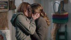 1. Страстный поцелуй Пайпер Перабо с Линой Хиди – Представь нас вместе