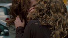 4. Лесбийский поцелуй Пайпер Перабо с Линой Хиди – Представь нас вместе