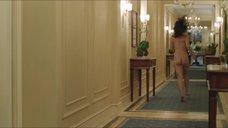 4. Обнаженная Оливия Уайлд бегает по отелю – Третья персона