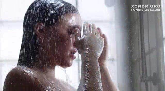 Бриана Эвиган Принимает Душ – Колотые Раны (2014)