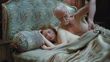 1. Постельная сцена с Эмили Браунинг – Спящая красавица