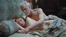 3. Постельная сцена с Эмили Браунинг – Спящая красавица