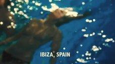 1. Александра Мария Лара топлес плавает в бассейне – Гонка