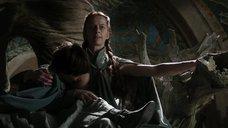 1. Кейт Дики кормит грудью – Игра престолов