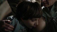 Кейт Дики кормит грудью