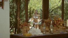 1. Джейн Биркин в белом купальнике – Бассейн