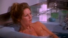 Брижит Бардо принимает ванну