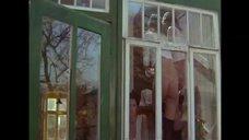 Обнаженные натурщицы позируют у окна
