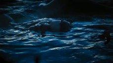 Обнаженная Лолита Давидович в воде